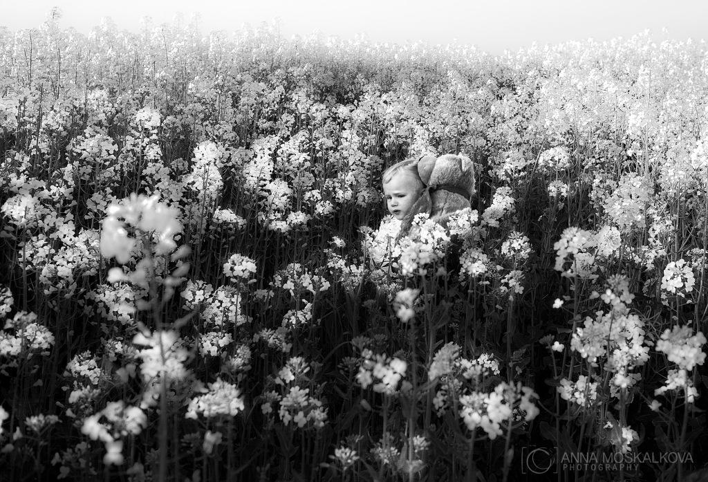 Familia en blanco y negro. Fotografía: Anna Moskalkova